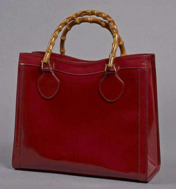 a60a3d7dcb1b GUCCI, Grand sac à main en cuir verni framboise avec deux anses en bambou,
