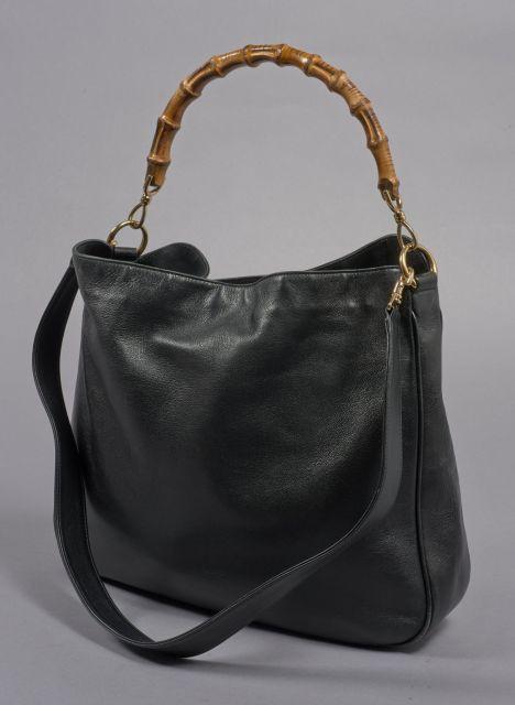 2cb92af23f GUCCI, Sac à main en cuir noir et poignée bambou, anse bandoulière en cuir.