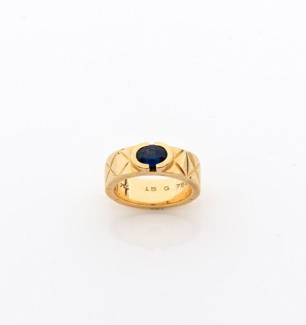 CHANEL Bague en or jaune formée d\u0027un anneau partiellement matelassé en or  serti d