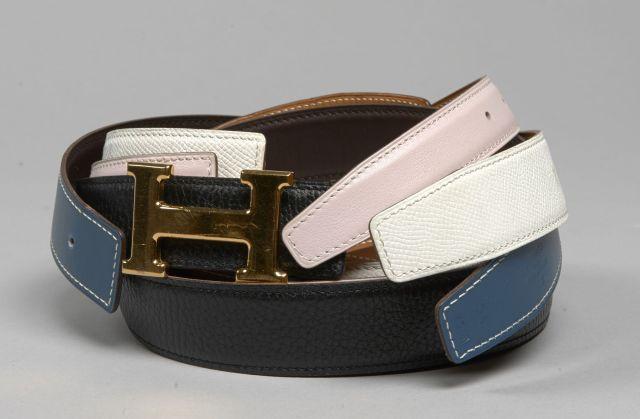 HERMES, Quatre ceintures en cuir et une boucle en forme de H. Etat d f012420d024