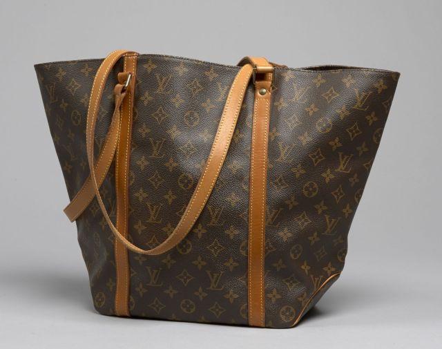 Chanel - Louis Vuitton  fdea167e4aa9