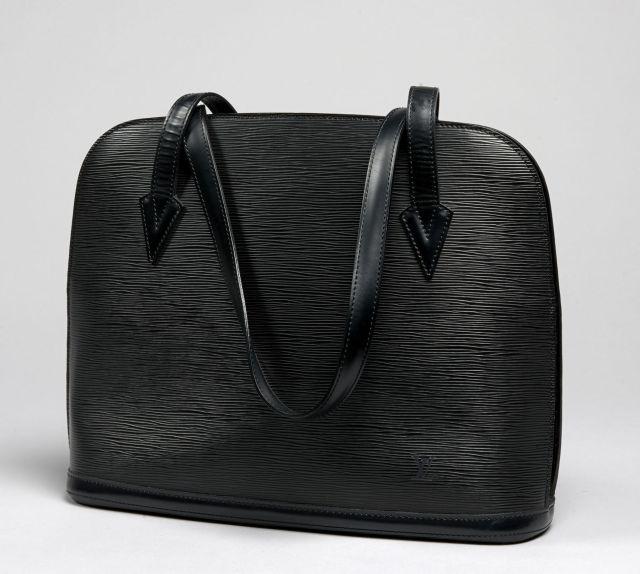ff783fc51e21 Louis VUITTON, Lussac en cuir épi noir, deux anses bandoulière à la couleur,