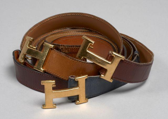 a16901cd9178 HERMES, Trois ceintures en cuir bleu marine, bordeaux et cuir naturel, avec  leur