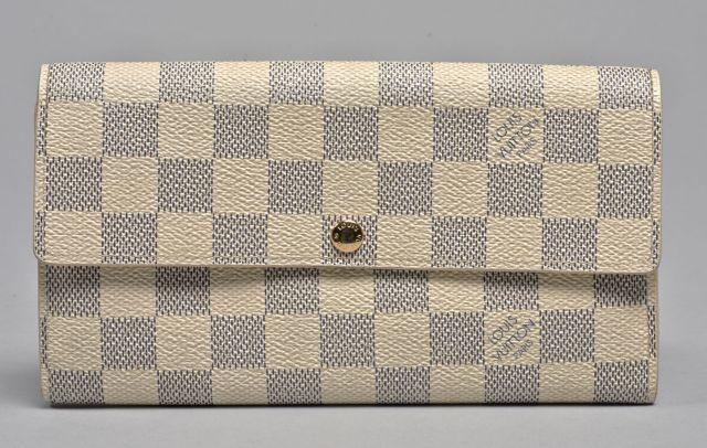 Louis VUITTON, Sarah, portefeuille porte-monnaie en toile damier blanc et  gris. c7d6c324ede