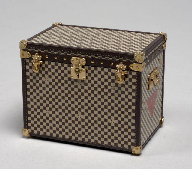 7d4181b54305 Louis VUITTON, Magnifique Mini-Malle à chapeaux, modèle 1895, pouvant être  utilisée ...