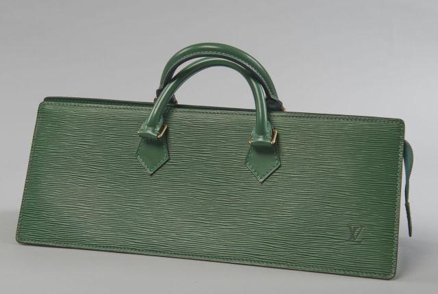 c9e87aa296b1 Louis VUITTON Sac Triangle en cuir épi vert et cuir lisse à la couleur, deux