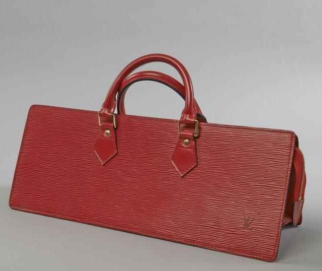Louis VUITTON, Sac triangle en cuir épi rouge et cuir lisse à la couleur, ba8fea62886