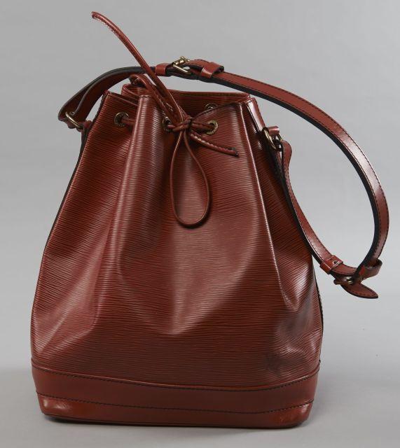 Louis VUITTON Sac Noé GM en cuir épi rouge et cuir lisse à la couleur, b54271ea5d4