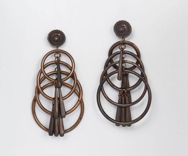 8e6d2192d8 Jean Paul GAULTIER, circa 1990, Paire de pendants d'oreilles en métal à