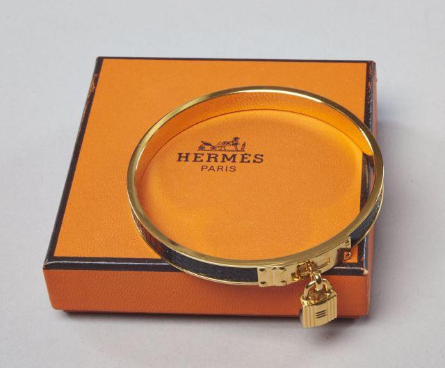HERMES Bracelet Kelly en cuir faon lézard noir et métal doré orné du celère  cadenas de 175e28bfcdb