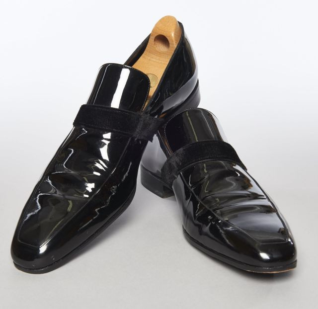 GUCCI, Paire de chaussures de smoking en cuir verni et velours noir, P 44.5 5d2aad9add83