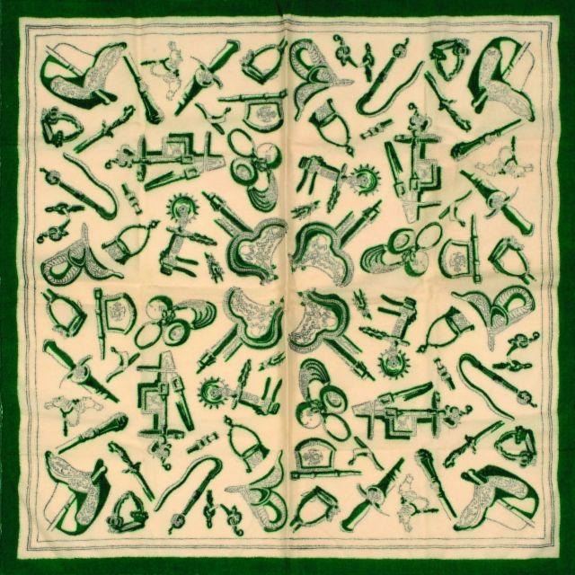 HERMES Rare carré en étamine de soie, à décor d étriers, de selles 38f48832d7c