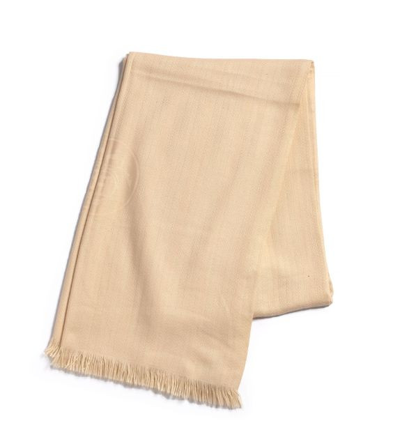 HERMES Châle à franges en cachemire écru. Bon état général. A cashmere  shawl. 7da3620c029
