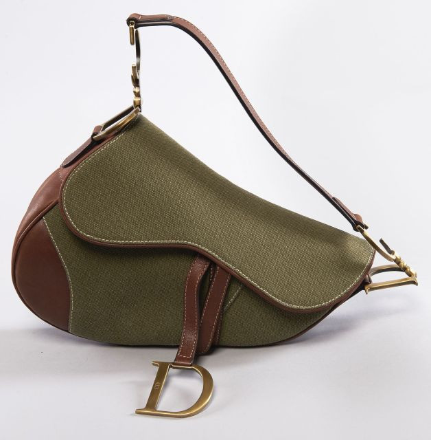 Christian DIOR, Saddle en toile kaki et cuir chocolat. Grand D en breloque. f0bb49db452