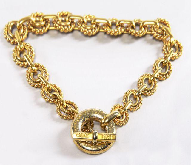 6fc147b4b27f CELINE, Tour de cou à larges mailles en métal doré. Grande boucle fermoir.