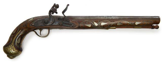 Pistolet oriental, à silex, pour la décoration.