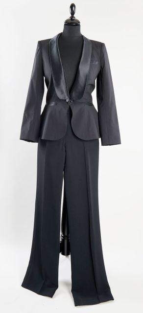 Louis VUITTON, Smoking veste pantalon en laine et soie noire, grand revers  en cf95a6aa1195