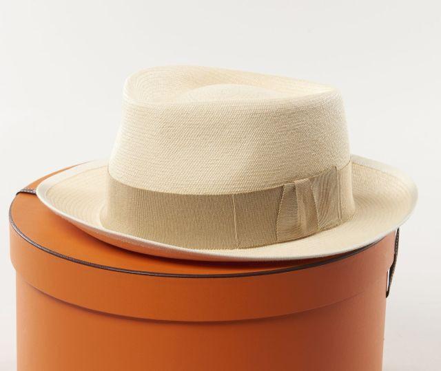 HERMES, Chapeau panama, taille 59, dans sa boîte, état proche du neuf 32505b42361