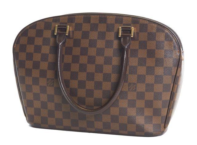 Louis VUITTON, Sac à main en toile Damier. Deux anses en cuir marron et ... 8d7834713f6