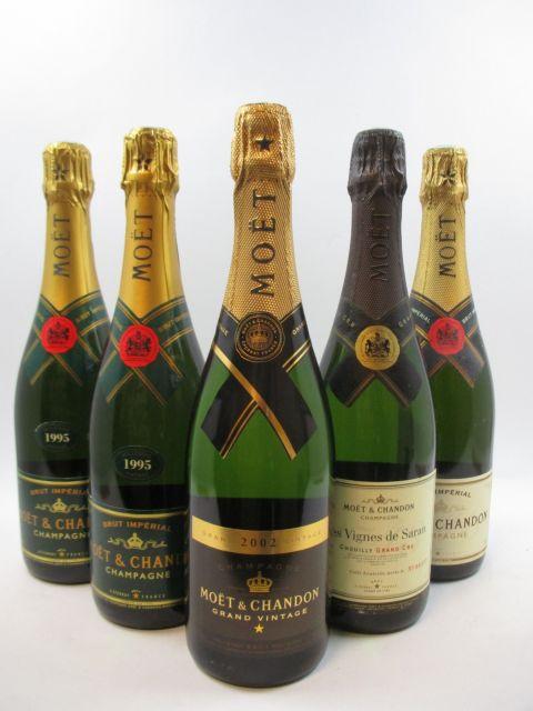5 bouteilles 2 bts : CHAMPAGNE MOET & CHANDON 1995 Brut Impérial Etuis...