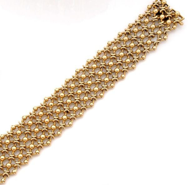 9350c8b002fdb CARTIER Bracelet en or jaune formé d un ruban souple en cotte de maille.