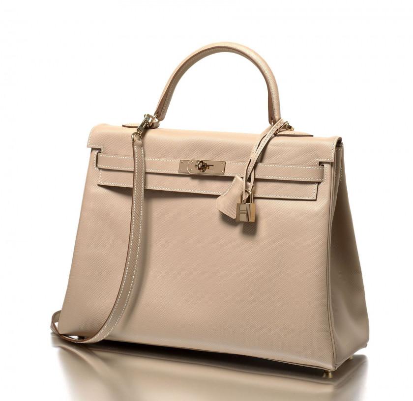 8eda7b42aa Hermès Vintage | Sale n°2275 | Lot n°1347 | Artcurial