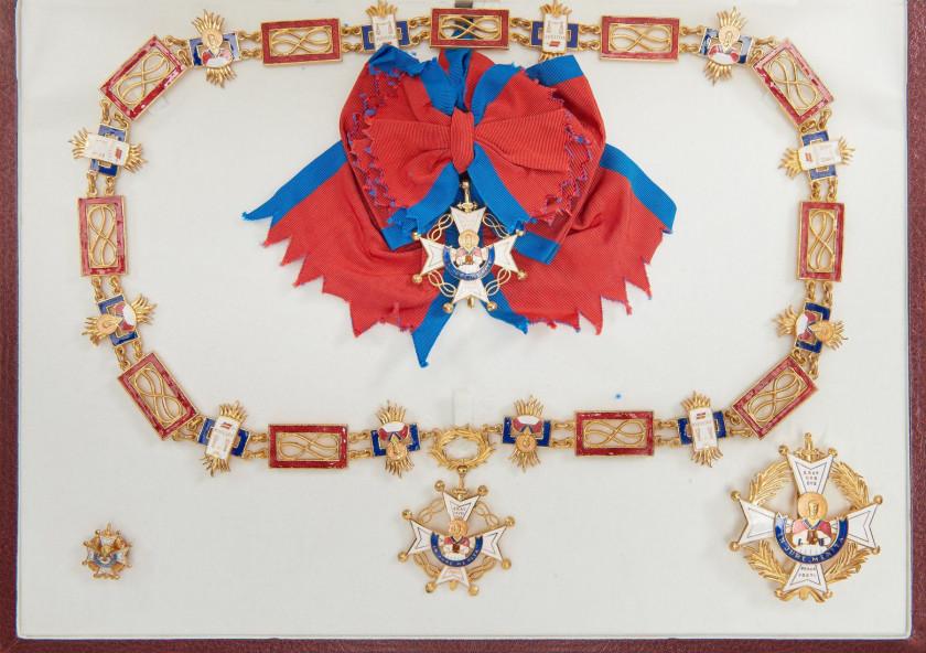 624d72a20cd5 ESPAGNE, Ordre de Saint Raymond de Penafort. Ensemble de Grand-Croix.  Collier, bijou, plaque et insigne de boutonnière. Métal doré, émail, écharpe,  coffret.