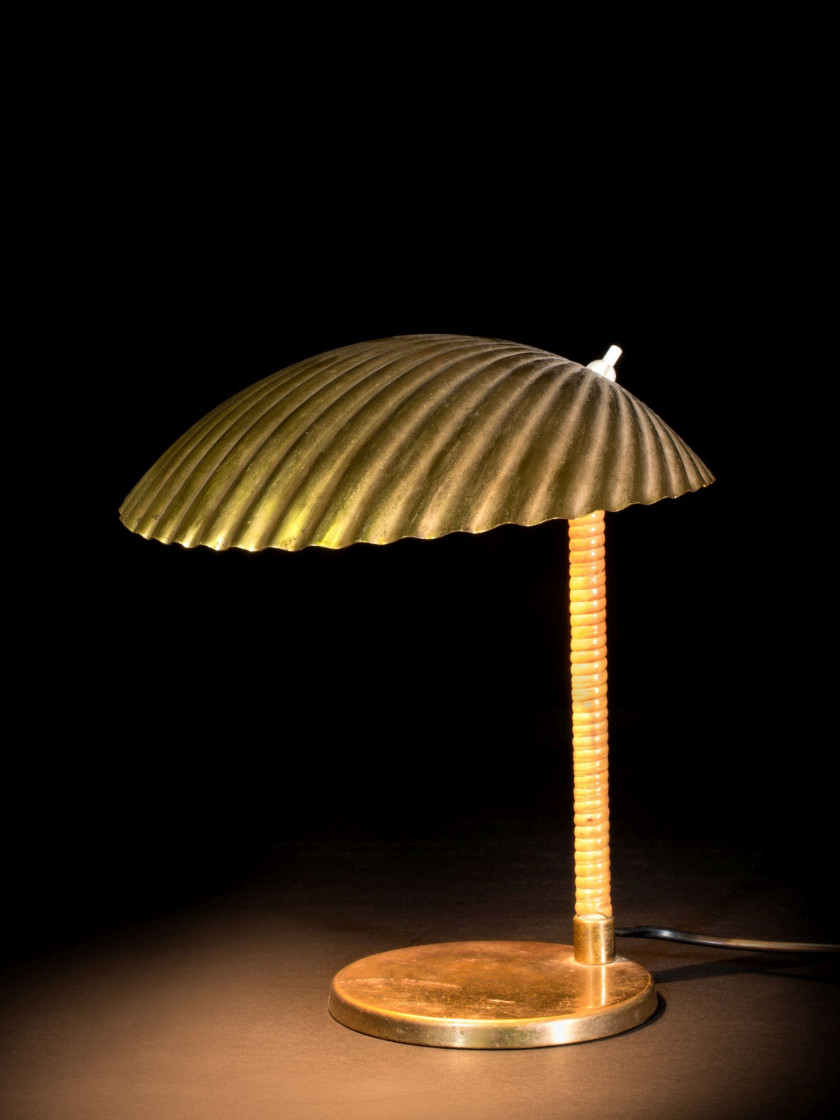 lampe de table luminaire lampes de table lampe de table nina chne u mtal hart massive philips. Black Bedroom Furniture Sets. Home Design Ideas