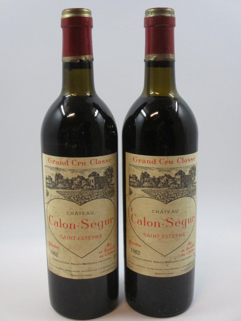 2 bouteilles CHÂTEAU CALON SEGUR 1982 3è GC Saint Estèphe (1 légèrement  bas, 1 227f661ac3fc