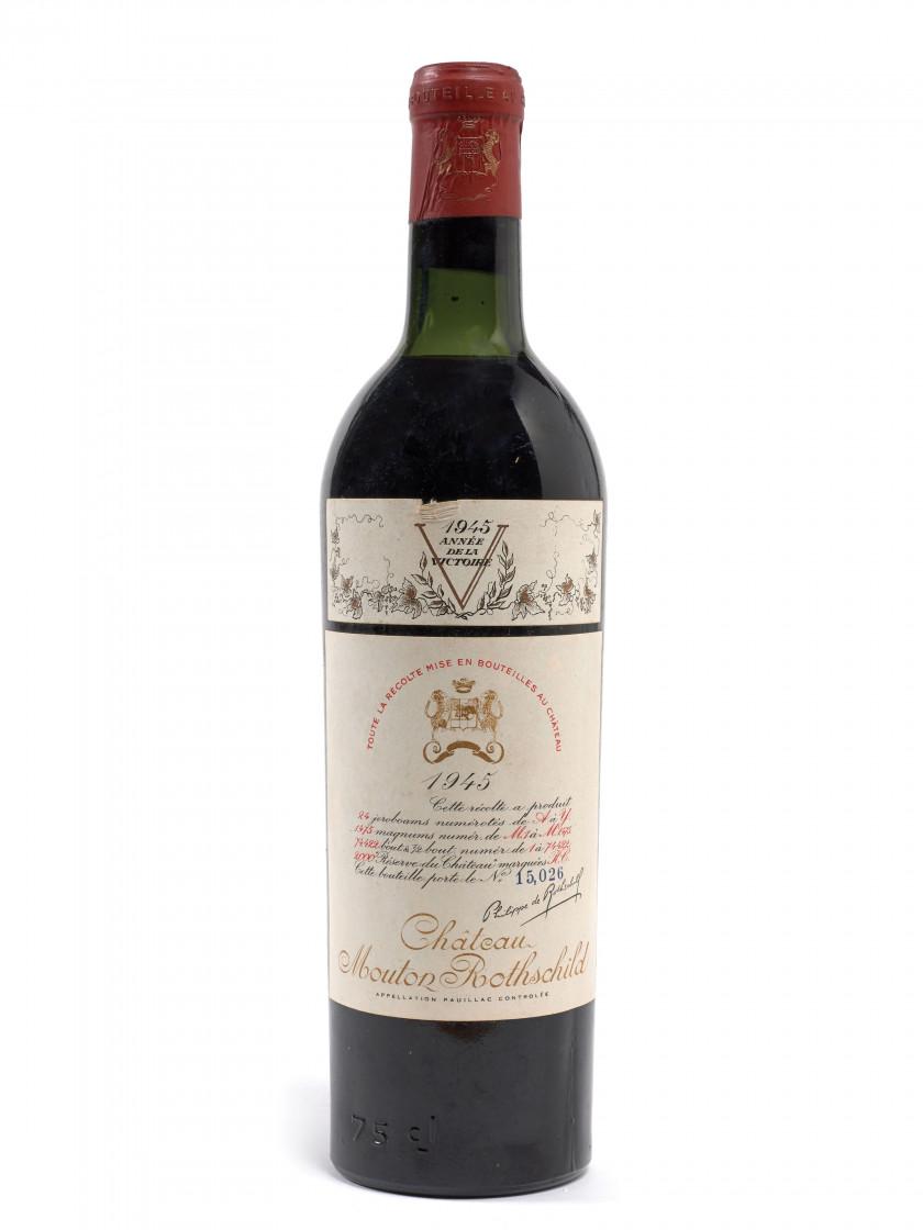 1 bouteille CHÂTEAU MOUTON ROTHSCHILD 1945 1er GC Pauillac (légèrement bas 0ba51b8f8bd4