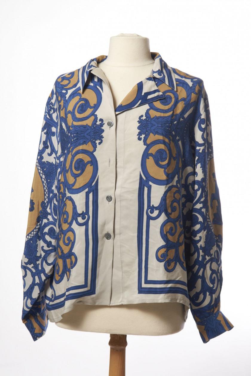 HERMES Paris made in france Chemise en soie imprimée à motifs de statue  grecque. Taille 7fbb1913439