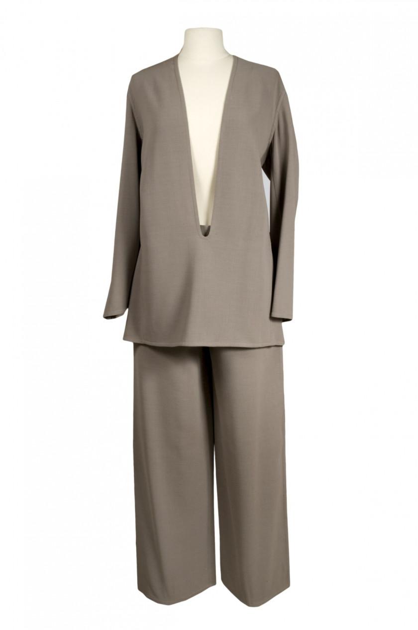 HERMES Paris Ensemble pantalon - vareuse en crèpe vert-beige. Taille  42 361fd808873b