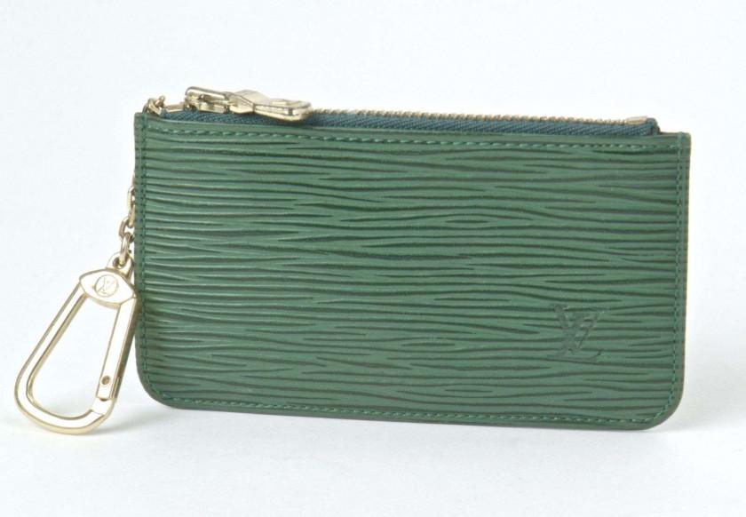 b6aac19bd147 LOUIS VUITTON Porte-clef en cuir Epi vert. Excellent état Key holder in  green