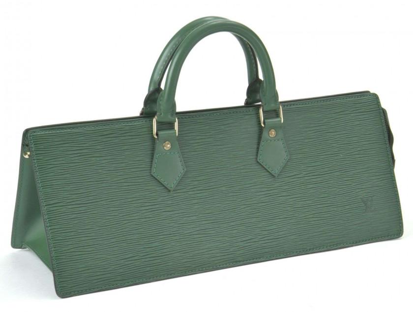 1eeb7a03d6 LOUIS VUITTON Sac Triangle en cuir Epi vert. Excellent état. Triangle  handbag in green