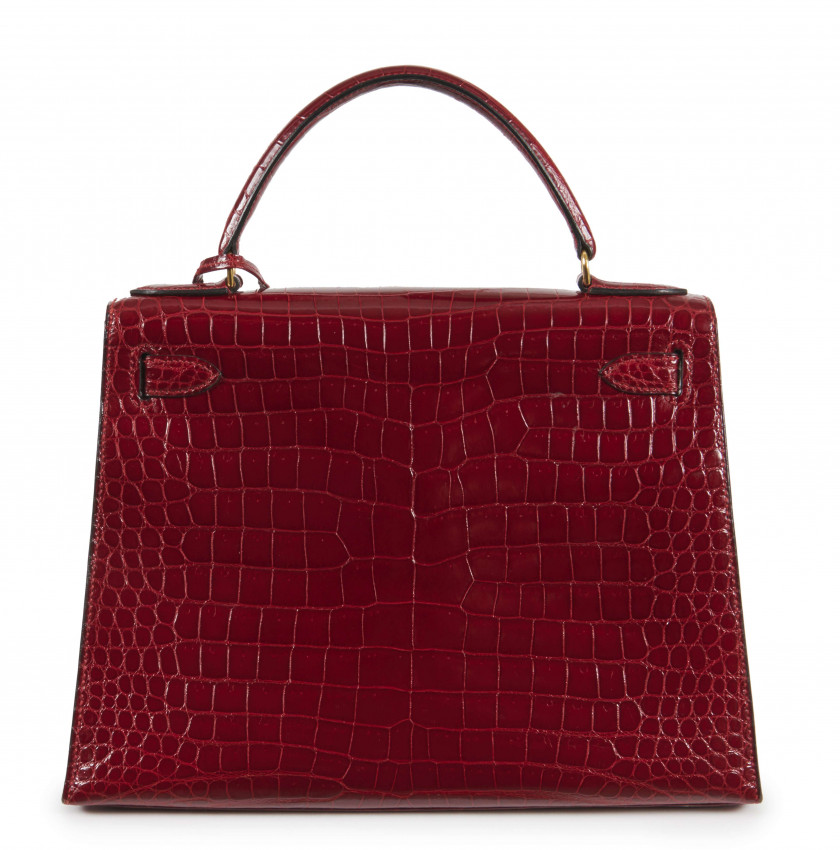 HERMÈS  Sac KELLY Sellier 28 Crocodile d'estuaire lisse rouge (Crocodylus porosus) II/B Garniture métal plaqué or  KELLY...
