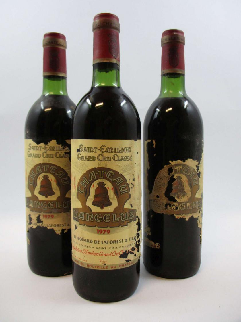 3 bouteilles CHÂTEAU ANGELUS 1979 1er GCC (A) Saint Emilion (2 légèrement...