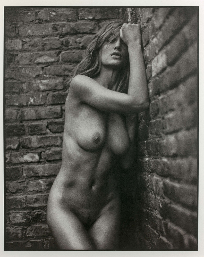 Mark SELIGER Né en 1959 Manon (standing), NYC - 2001 Tirage platine