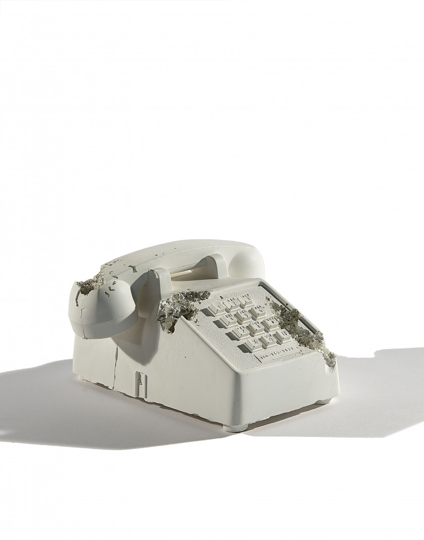 Daniel ARSHAM (Américain - Né en 1980)  Future Relic 05 (Téléphone) - 2016  Plaster and crushed glass; numbered on the box...