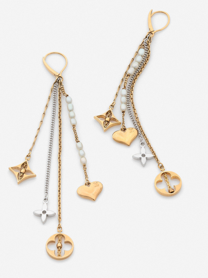 "Louis VUITTON  Paire de pendants d'oreilles ""Monogram"""
