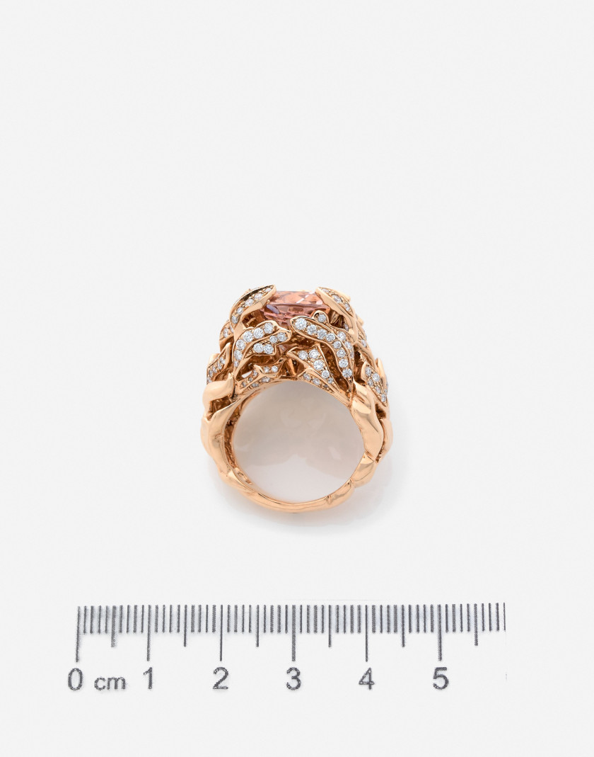 "DIOR Bague ""Gourmande"" en or, morganite, diamants, nacre et saphirs A morganite, diamond, sapphire, mother-of-pearl and gold ring"