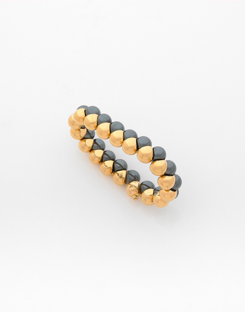 POIRAY Bracelet souple en or et hématite A hematite and gold bracelet
