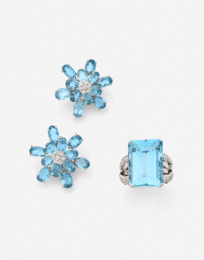 Bague et boucles d'oreilles en or, aigues-marines et diamants An aquamarine, diamond and gold set (ring and earrings)