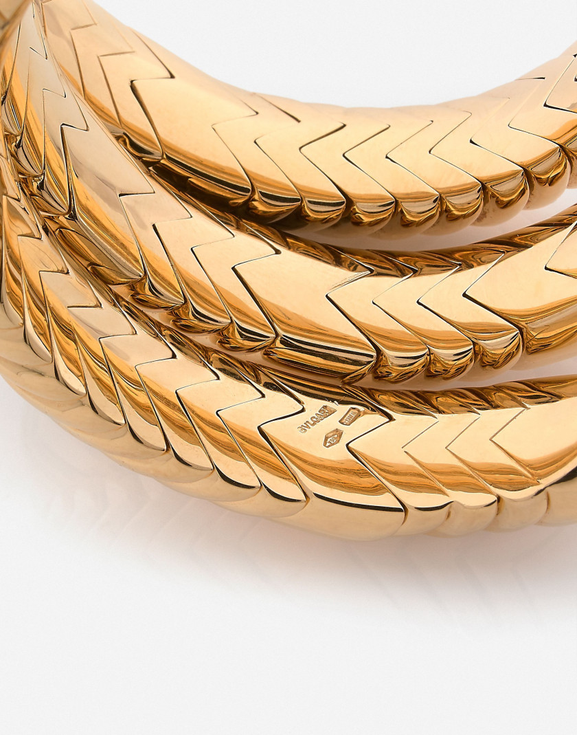 "BULGARI Bracelet ""Spiga"" semi rigide en or  A flexible gold bracelet"