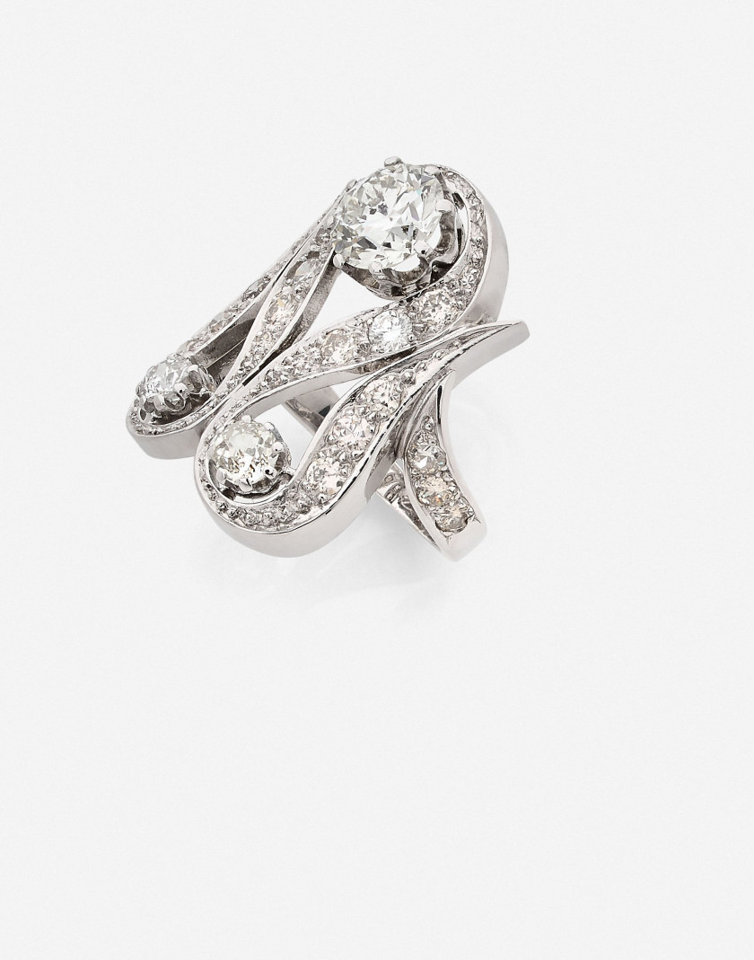 Bague Or, platine et diamants A diamond, platinum and gold ring