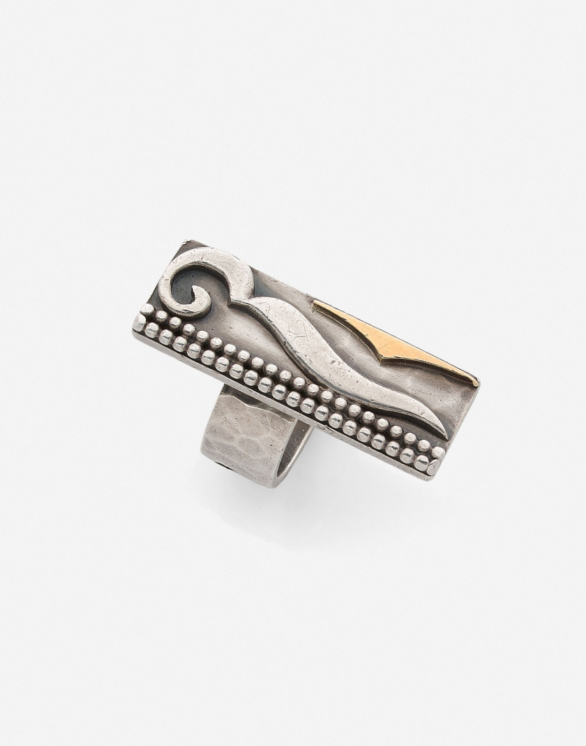 Jean DESPRES  Bague en or et argent, vers 1970 A silver and gold ring, circa 1970